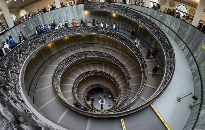 http://twistedsifter.com/2013/03/double-spiral-staircase-vatican-museums-giuseppe-momo/